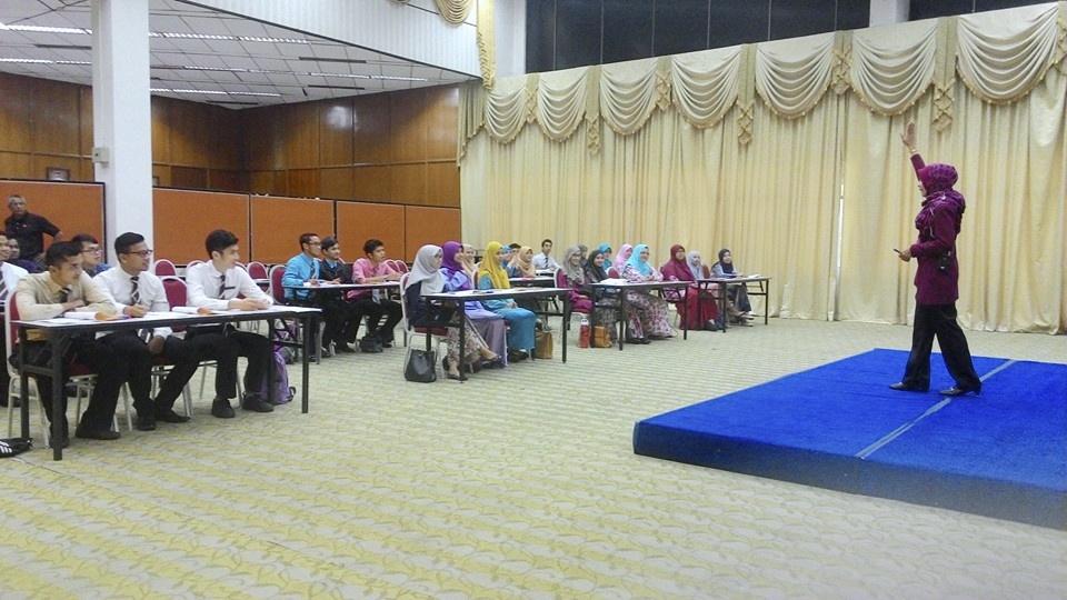 Kursus Pembentukan Imej Dan Etika Di Meja Makan