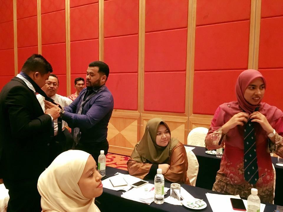 Kursus Profesionalisme Dalam Keterampilan Diri Dan Etiket Sosial PKNS