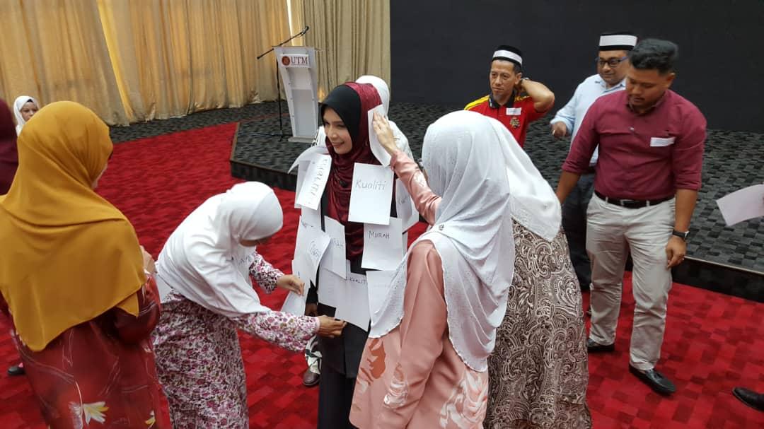 Kursus Penampilan & Etiket Sosial Universiti Teknologi Malaysia