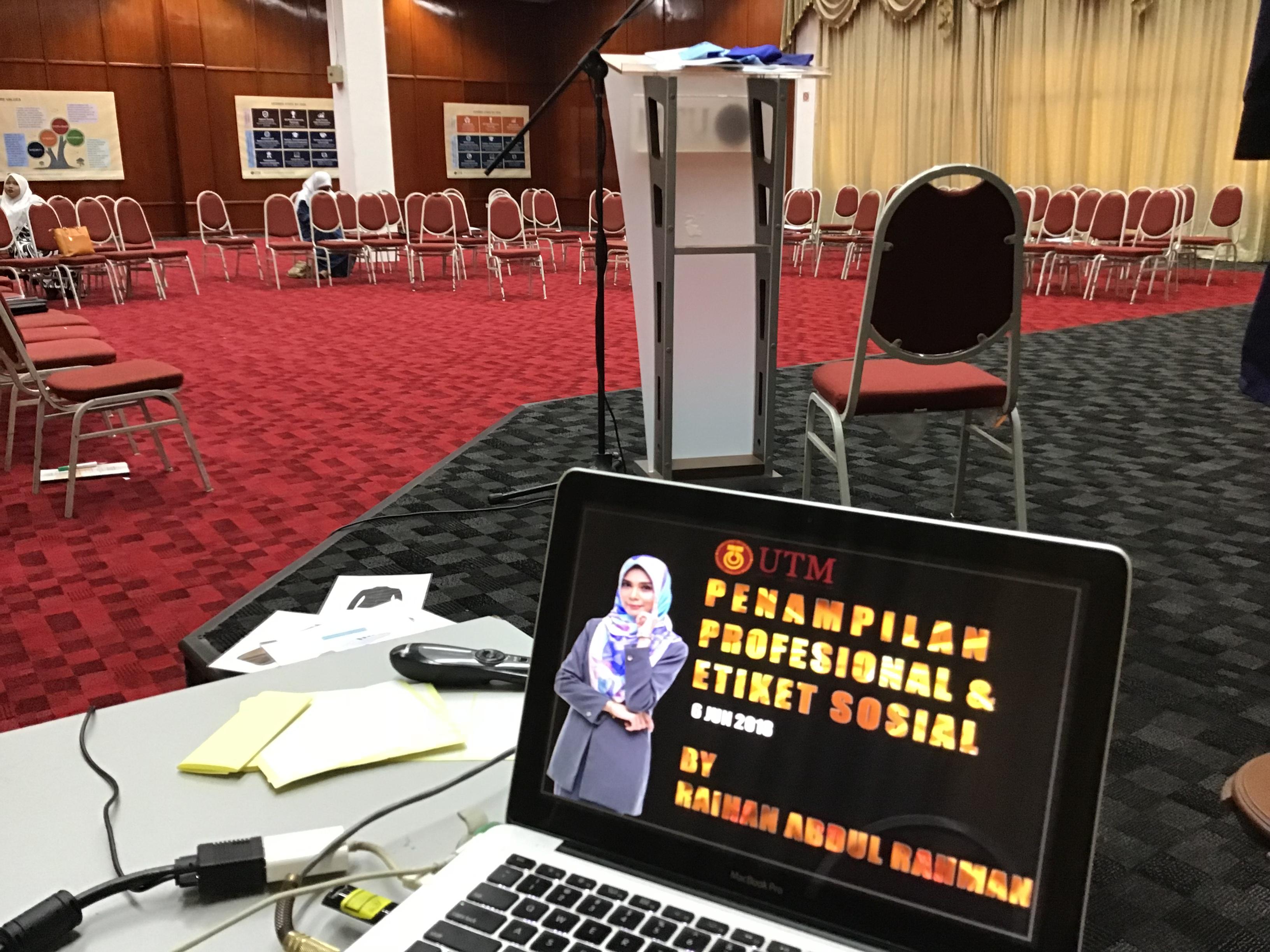 Kursus Penampilan Profesional Dan Etiket Sosial UTM